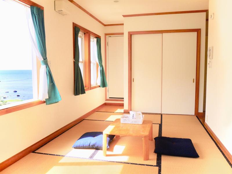 2階海側角部屋和室